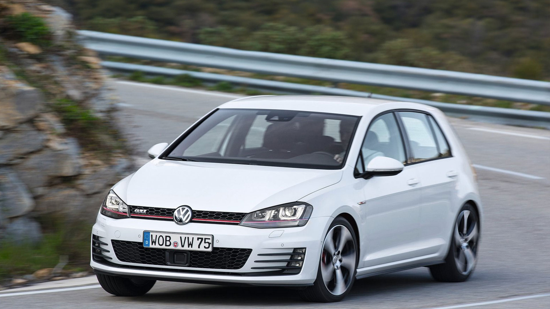 2014-New-Volkswagen-Golf-GTI