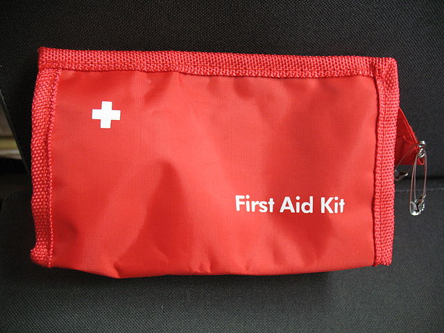 640px-First_aid_bag