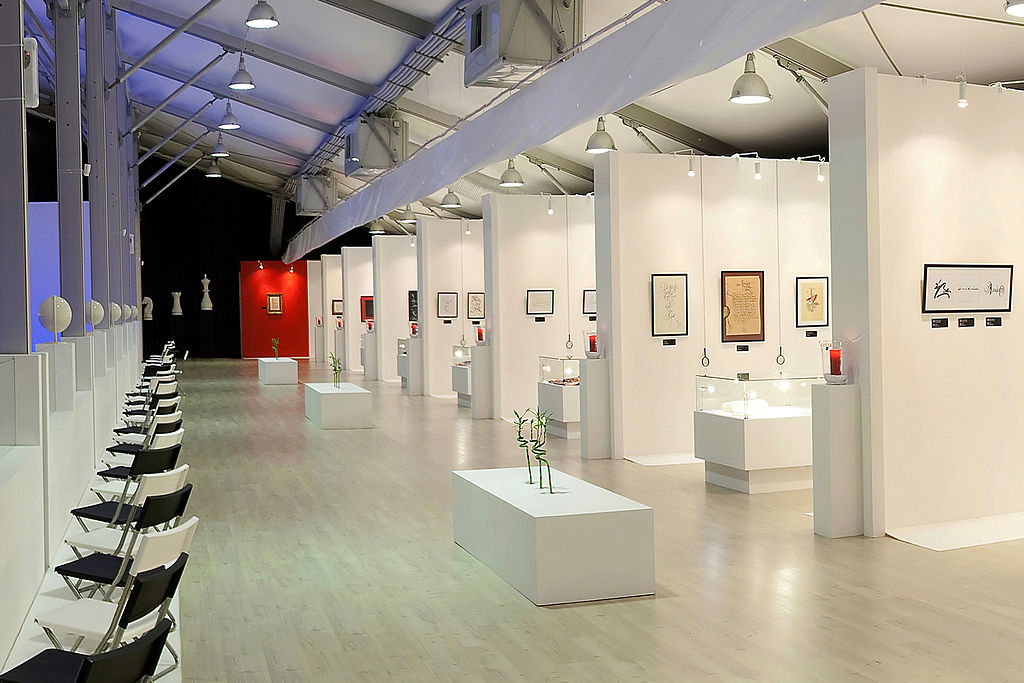 1024px-Calligraphy_exhibition_in_Moscow